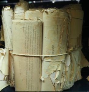 Rouleau d'archives aux ANOM, photographié en réserve le 8 juillet 2019